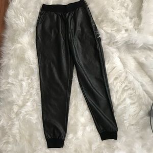 Forever 21, pleather black pants, winter tend